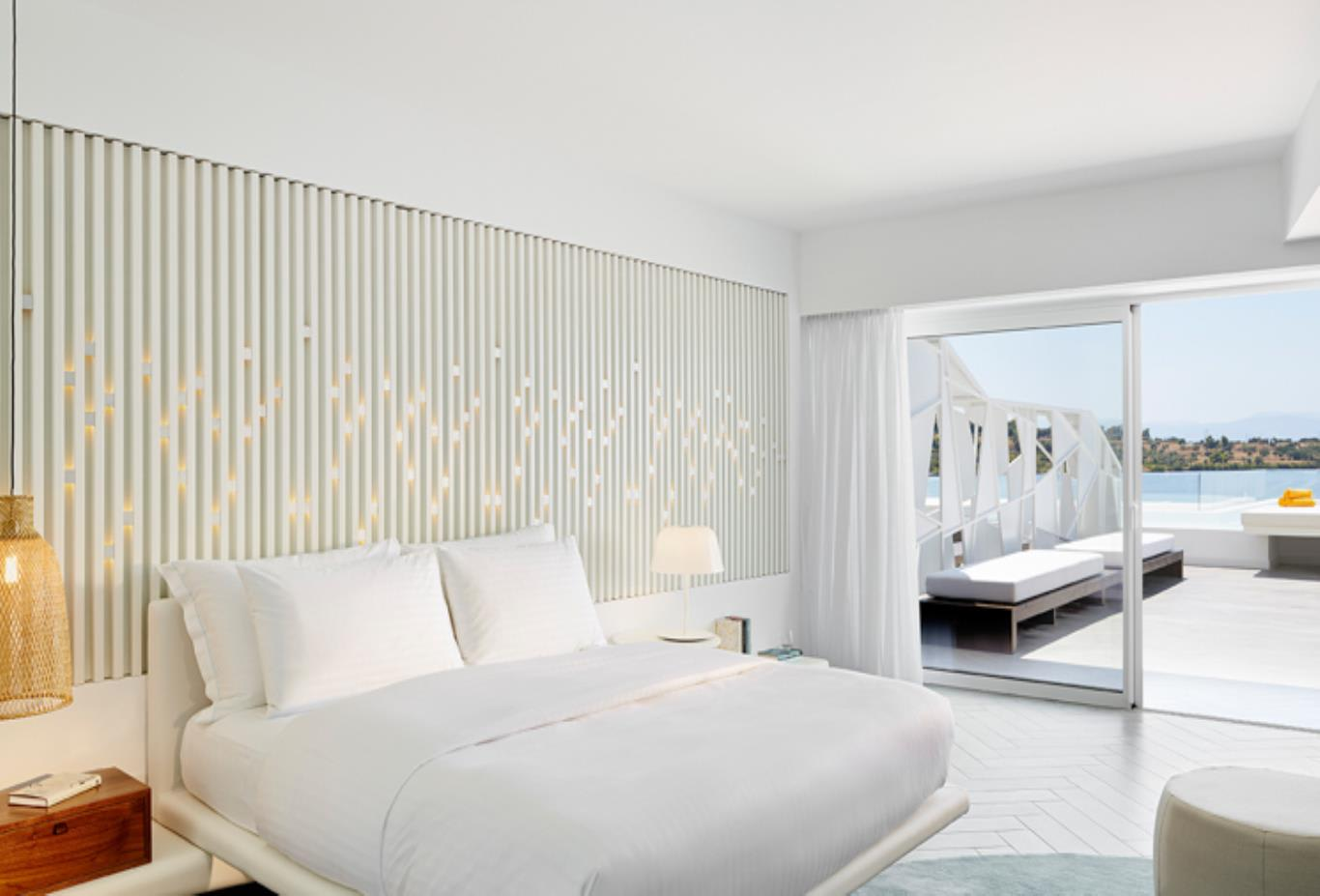 Luxx room with pool and sea view