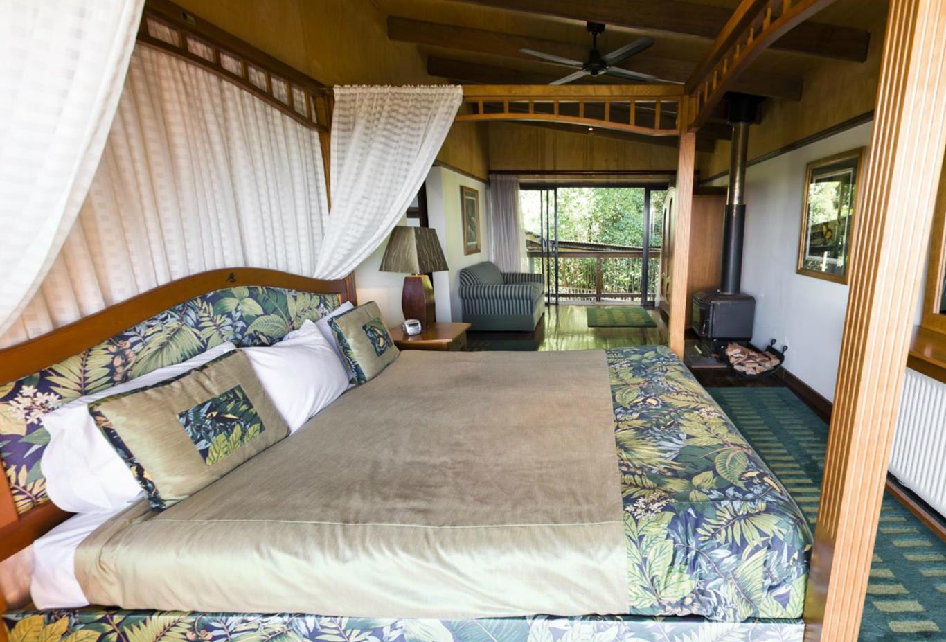 1-Bedroom-Canopy-Suite
