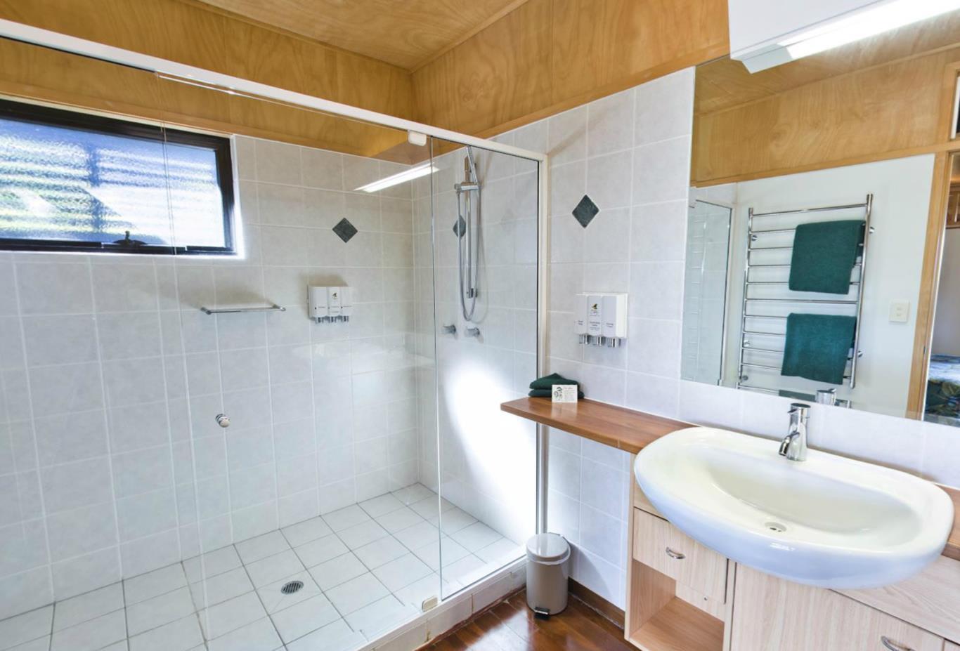2-Bedroom-Canopy-Suite-Bathroom