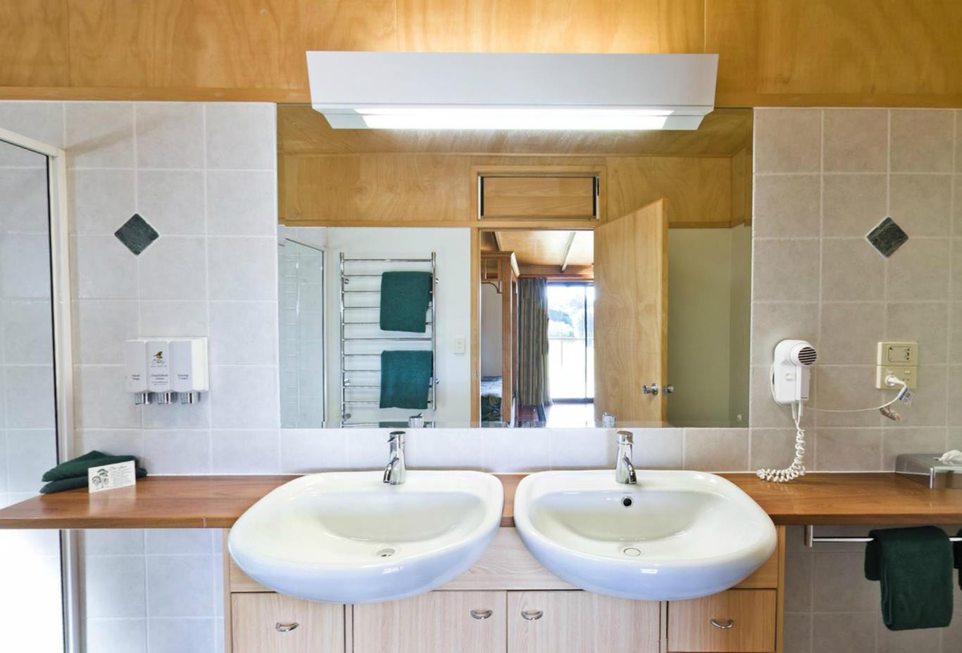 2-Bedroom-Canopy-Suite-Bathroom-sinks