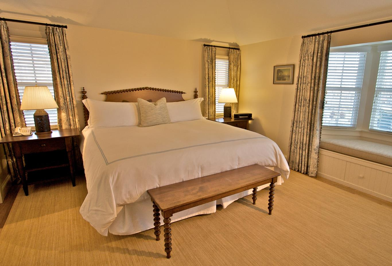 Bed in Deluxe Cottage Suite