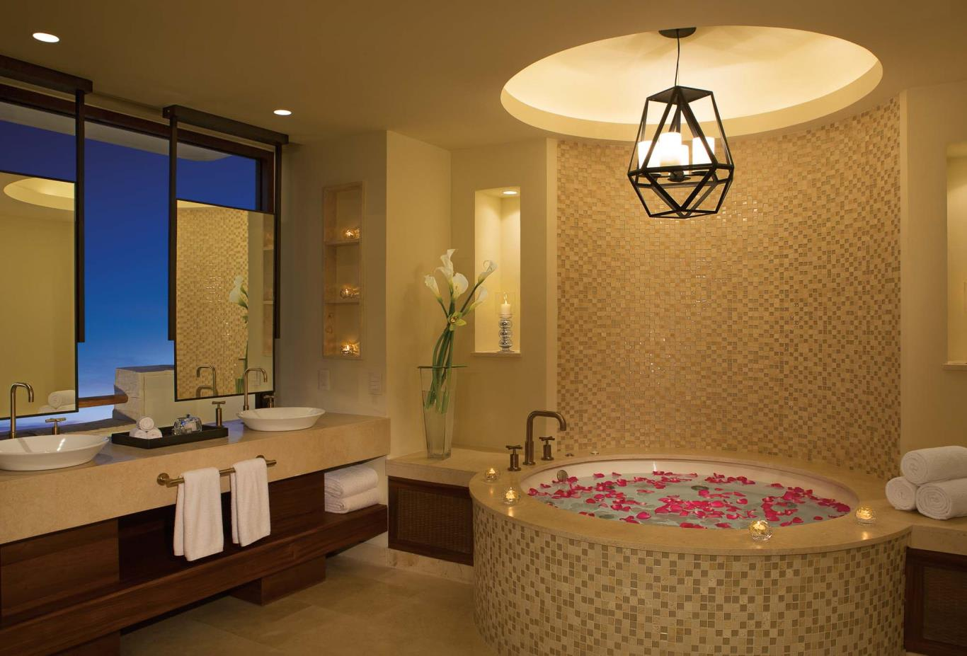 Romance Master Suite Ocean View bathroom