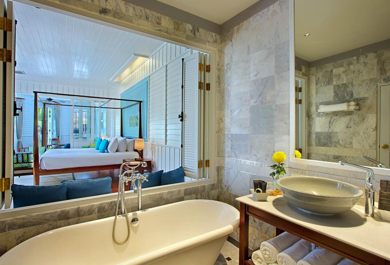 Deluxe Lamai Suite Bathroom