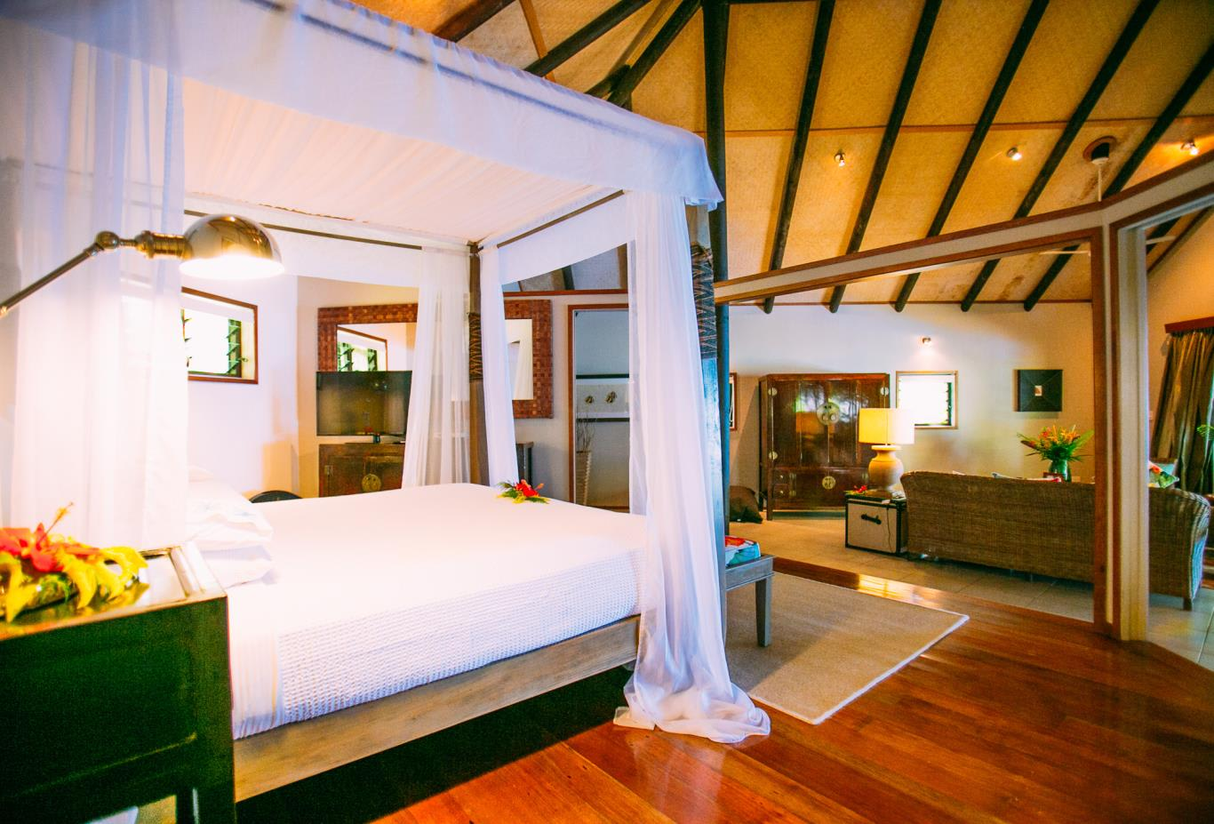 Royal Beach House bed & living area