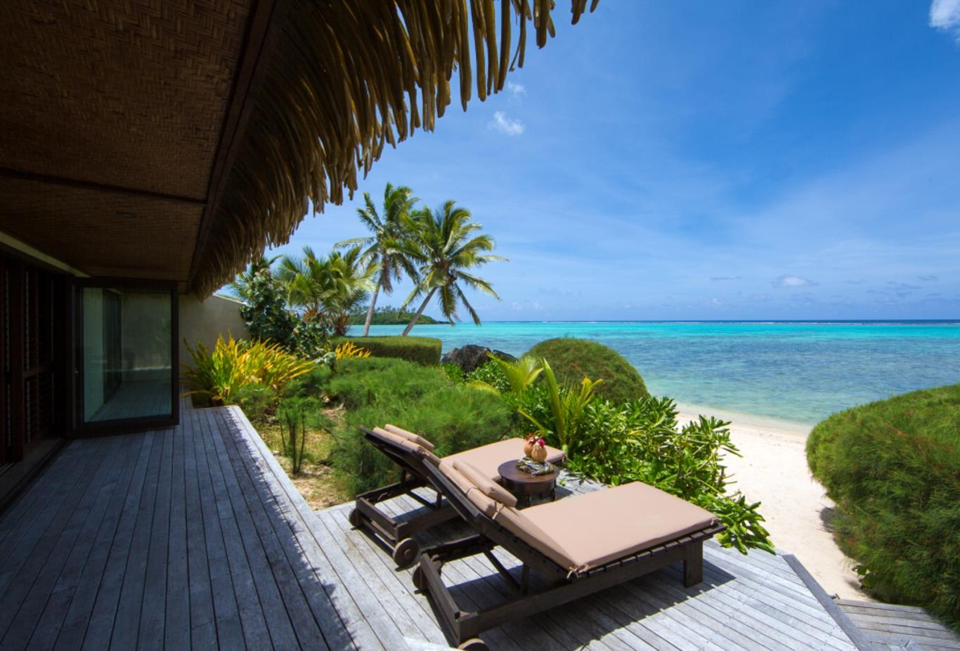 Ultimate Beachfront Villla Lagoon and Deck