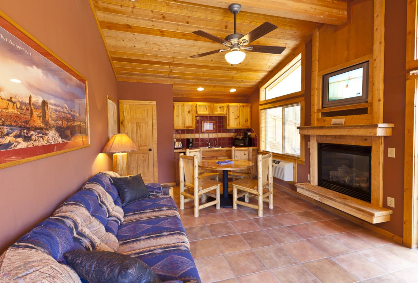 River King Cabin living area