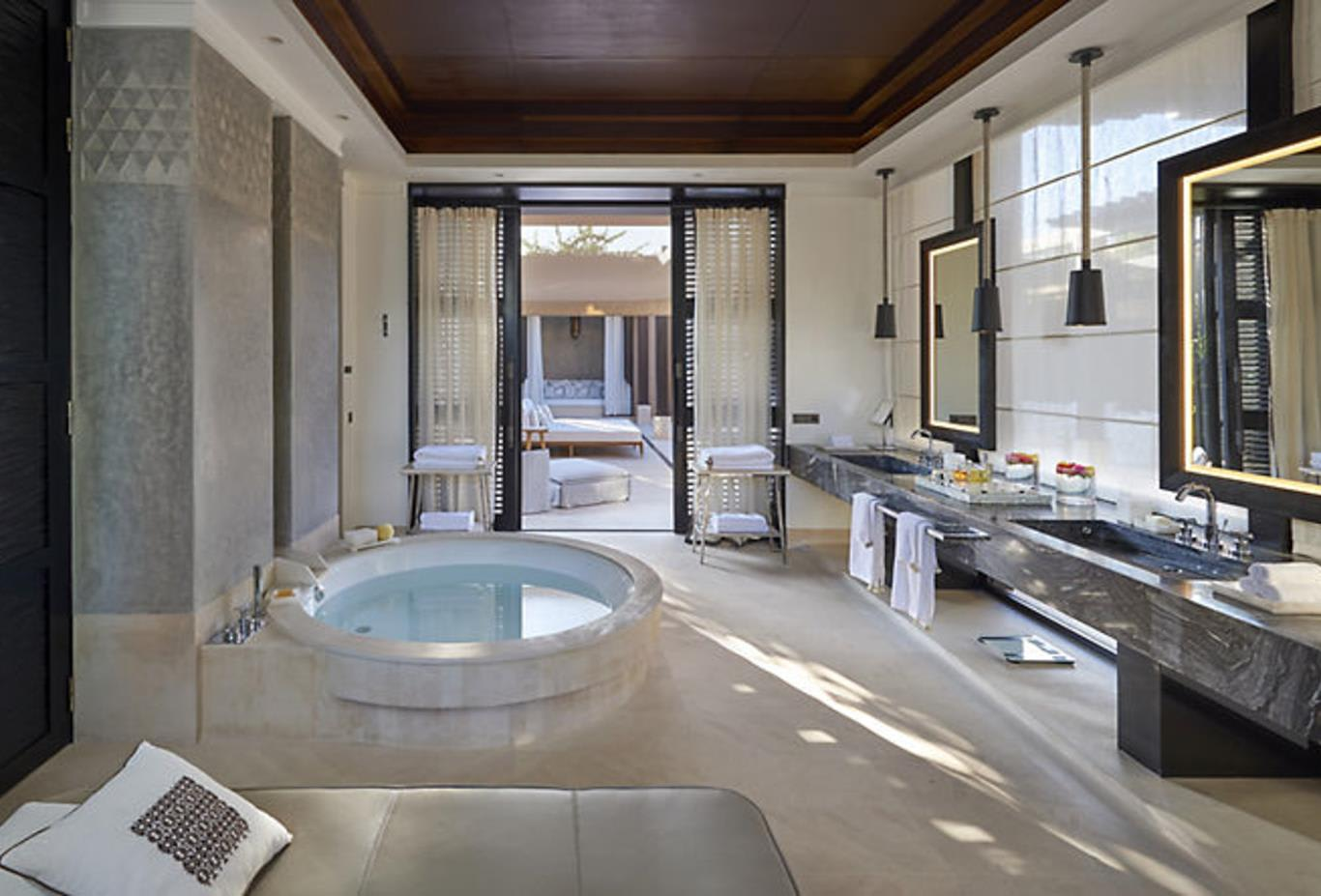 Villa-mandarin-pool-bathroom