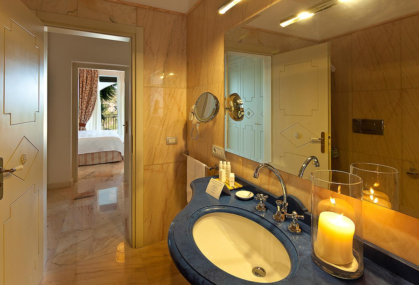 Suite with Jacuzzi Pool - bathroom