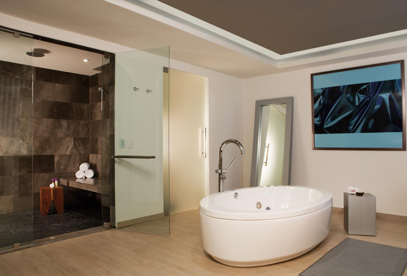 Xhale Club Presidential Suite bathroom