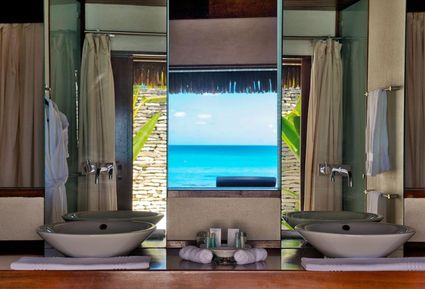 Beach Deluxe Bungalow Bathroom