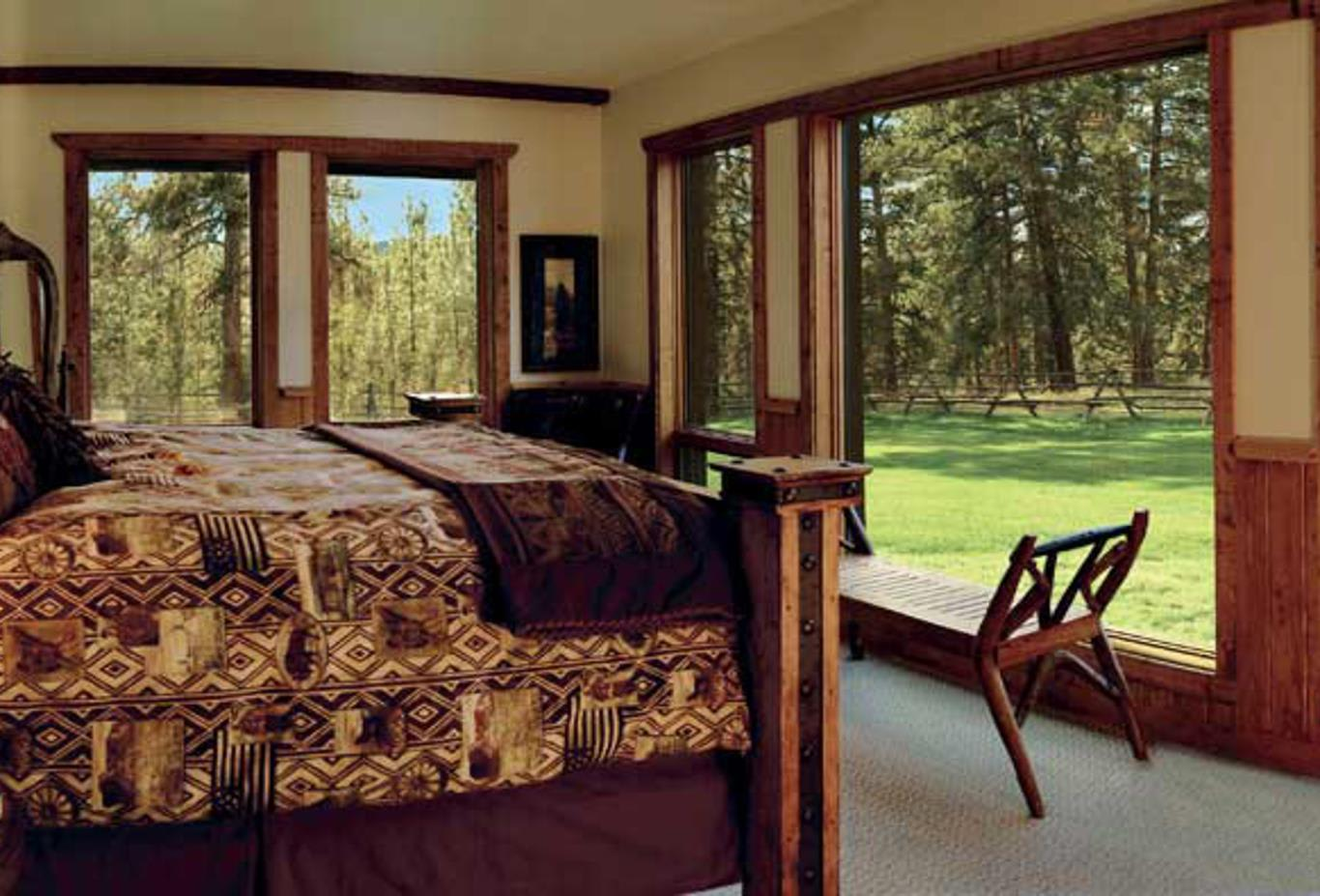 The Blackfoot River Lodge master bedroom