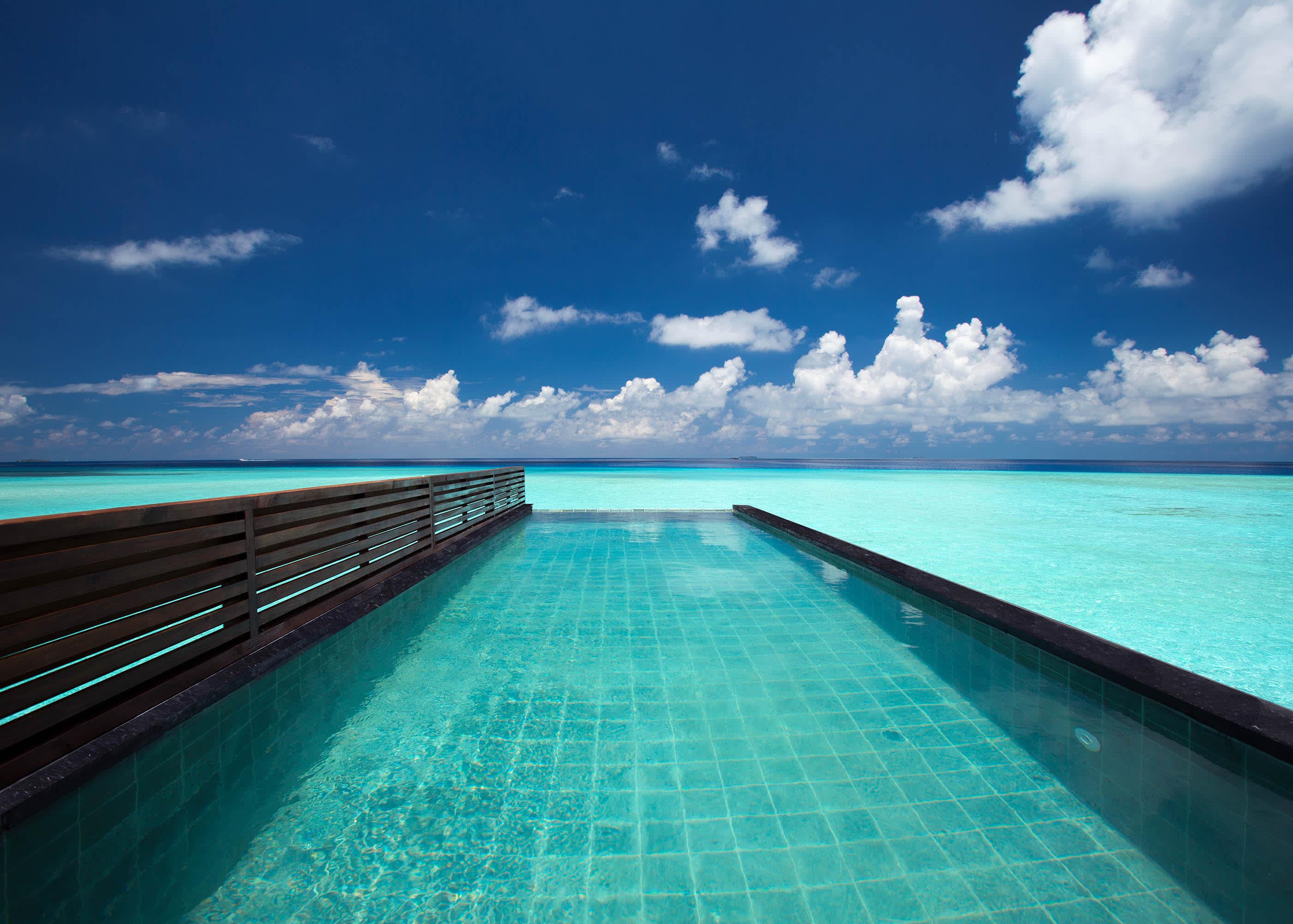 Wind villa pool
