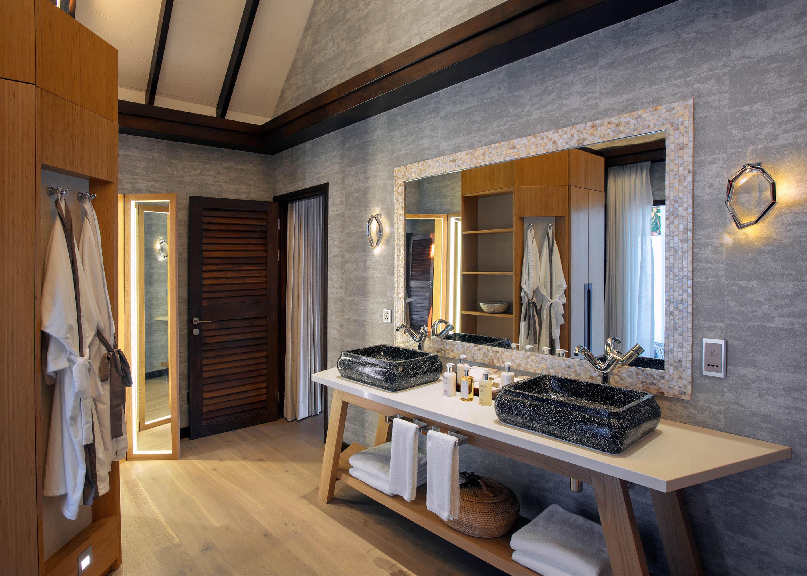 Earth villa bathroom