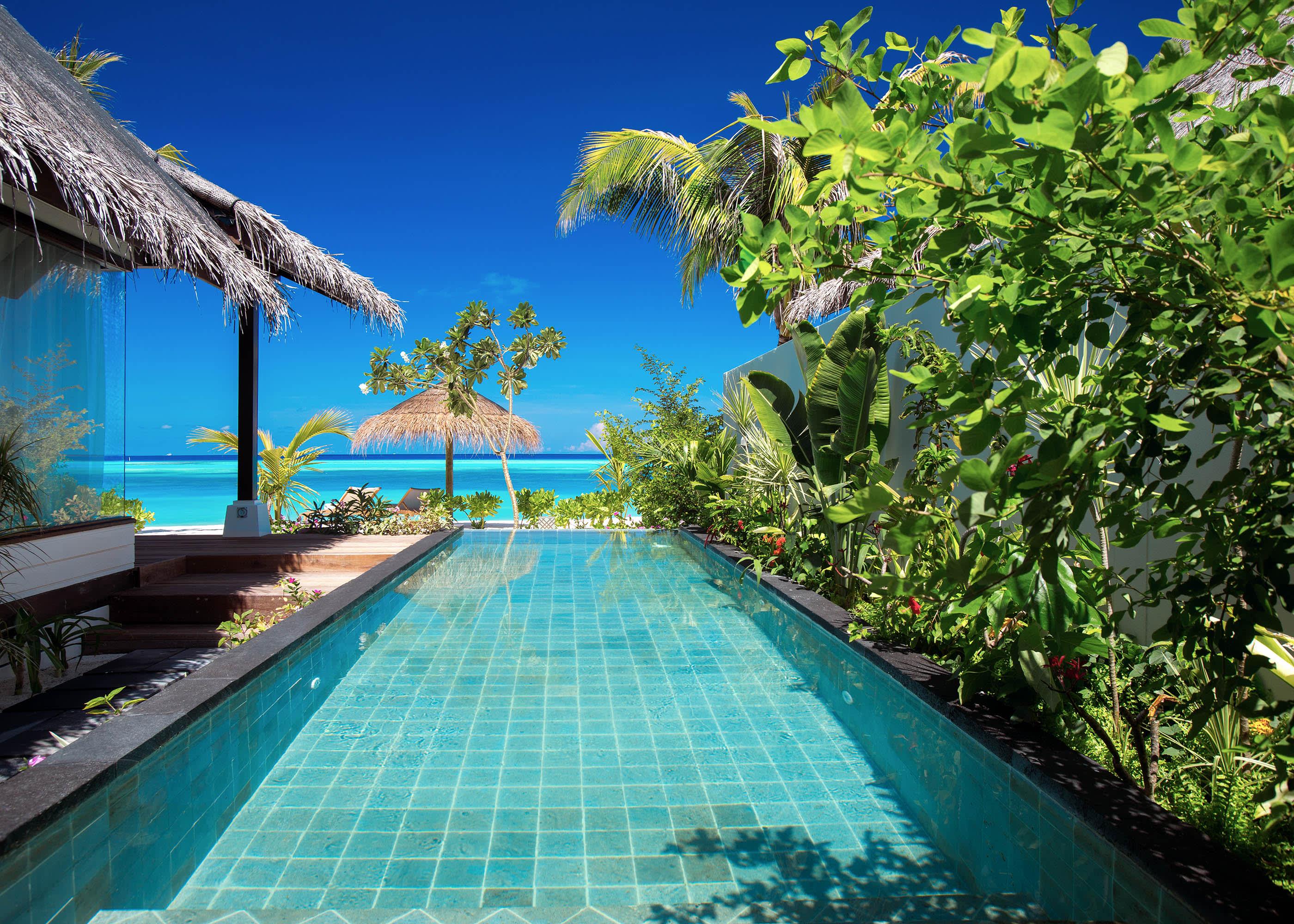 Earth villa pool