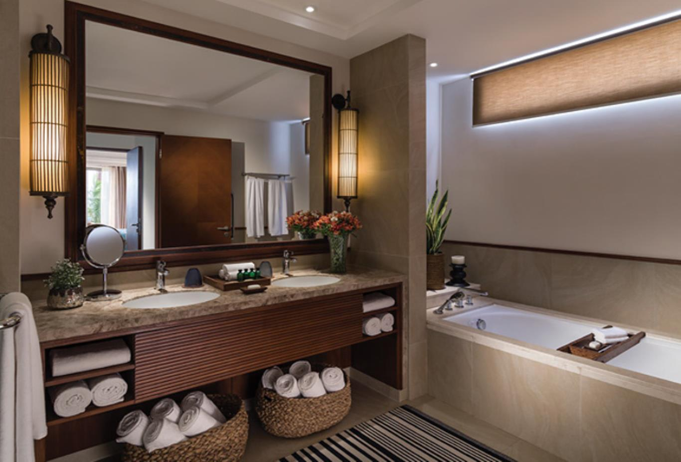 Premier Ocean Suite bathroom