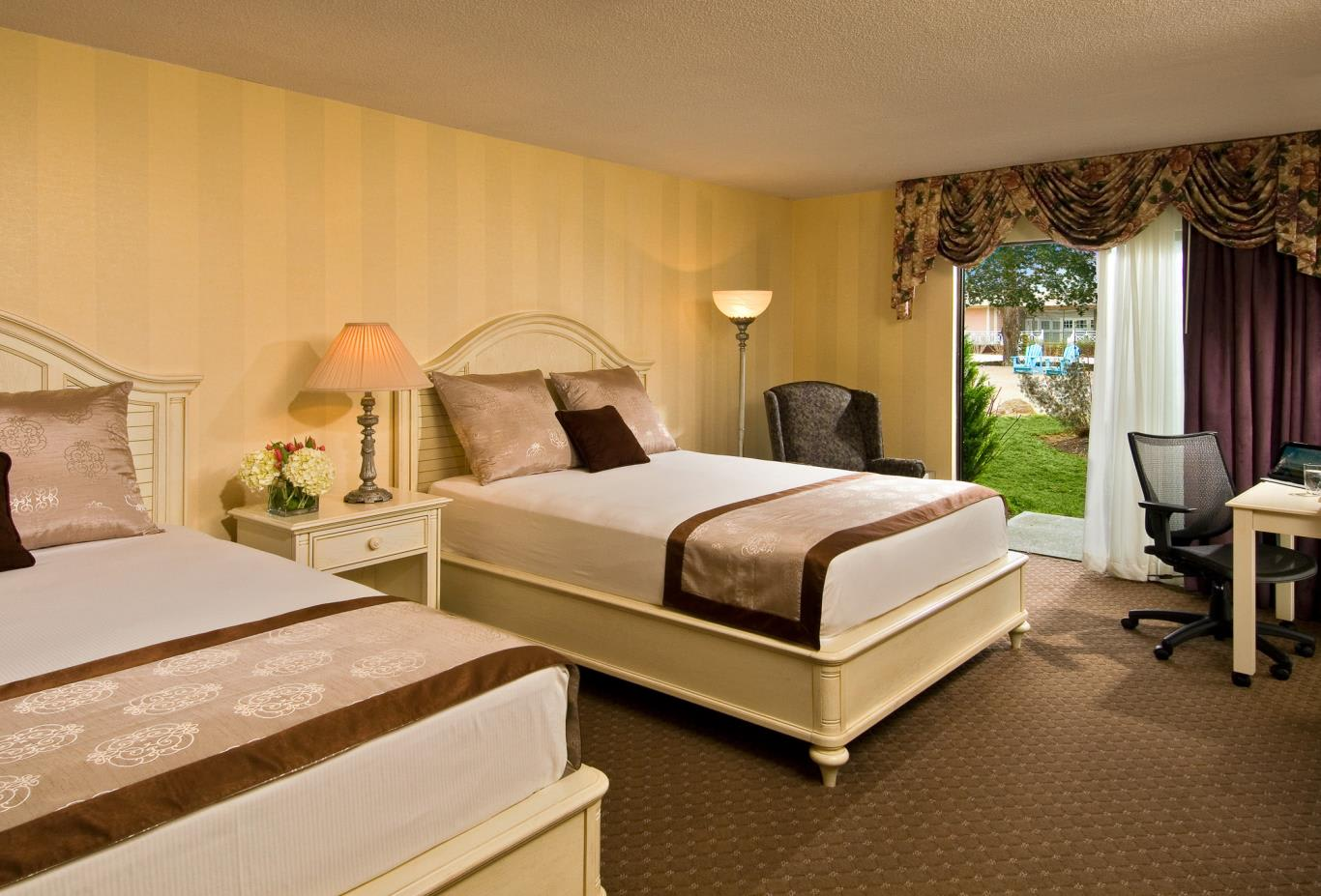 Cape Codder Room with queen size bed & courtyard view