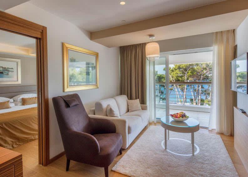 Junior suite sea side 2