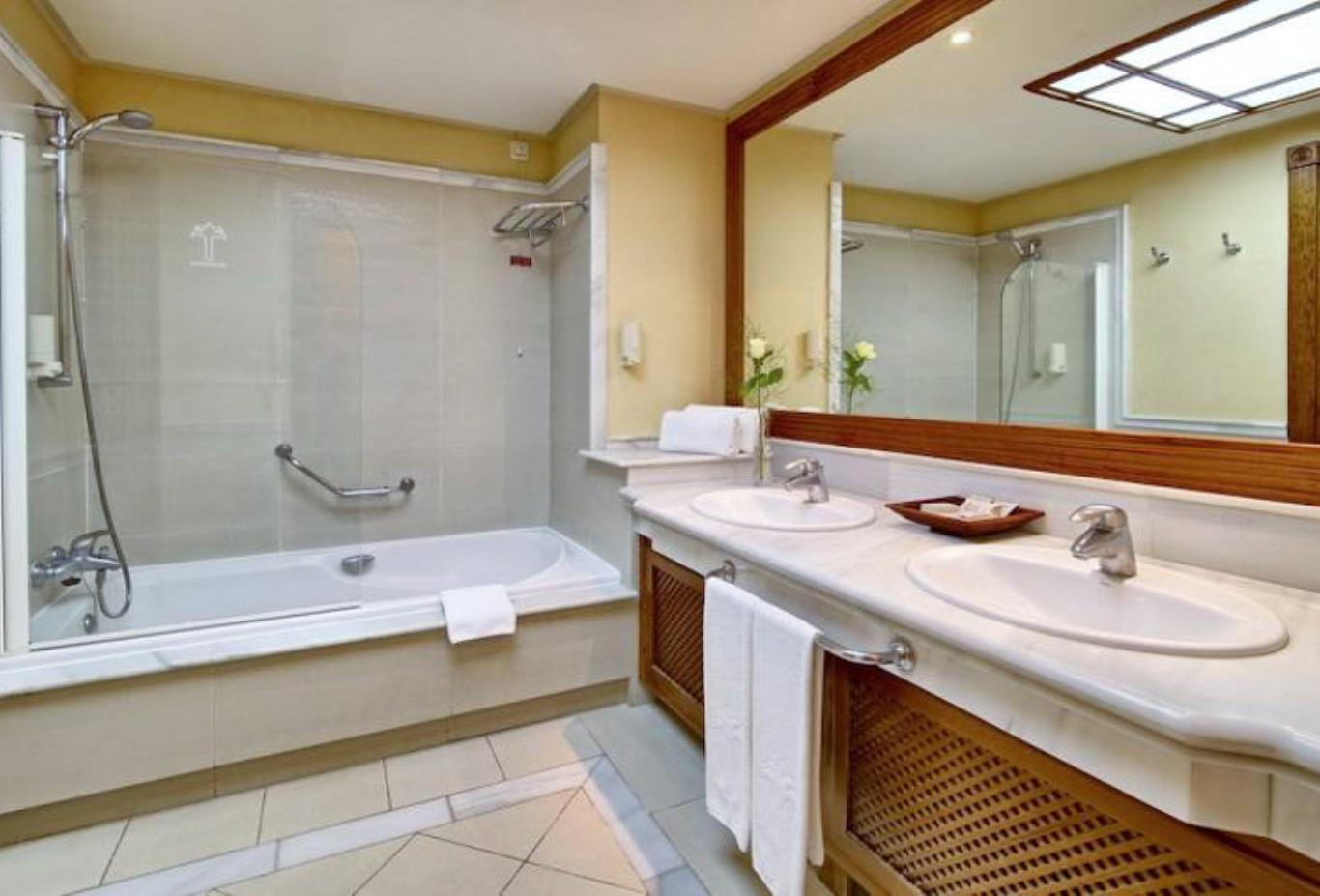 Double Room Sea or Pool View bathroom