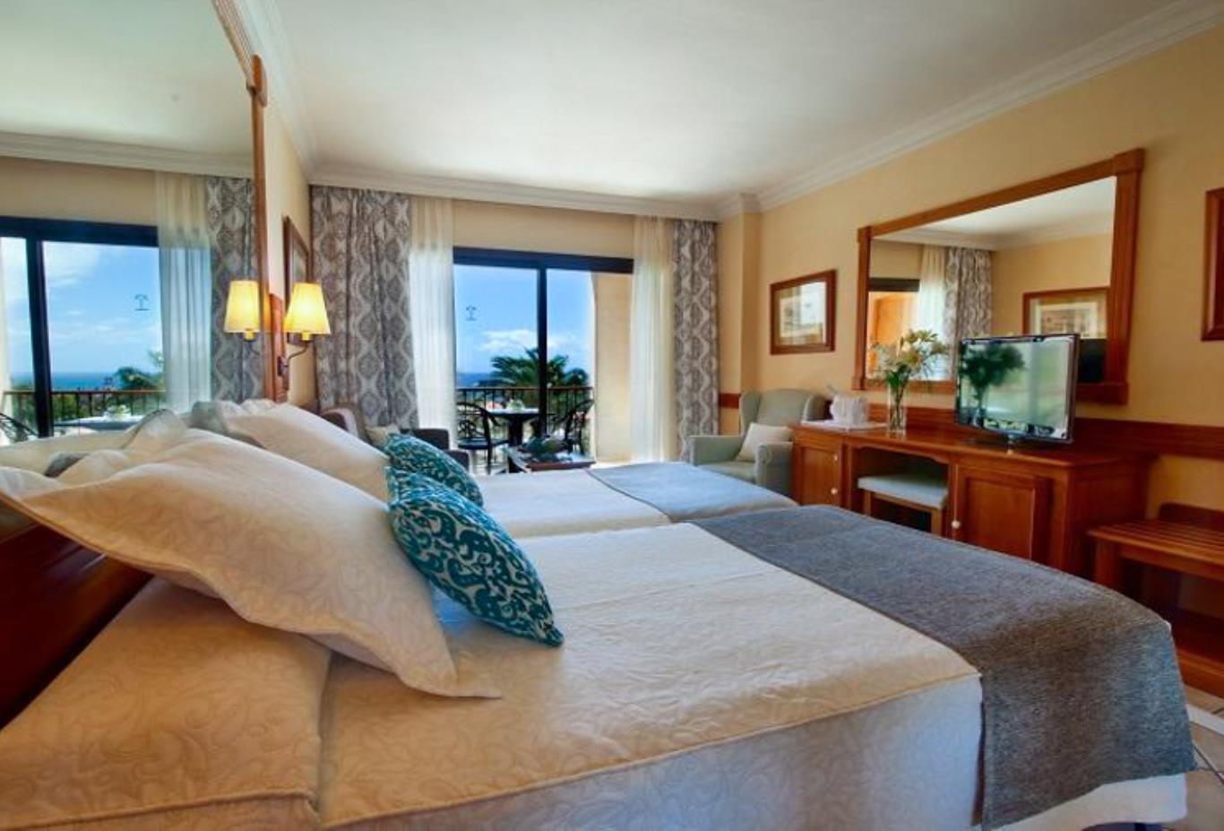Double Room Sea or Pool View bed
