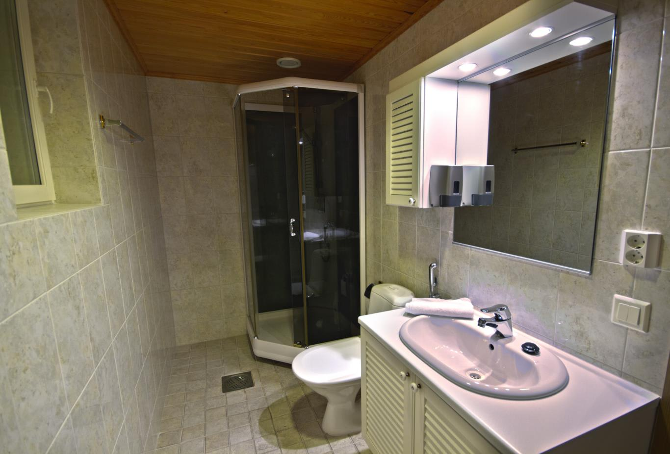 Chalet 281 bathroom