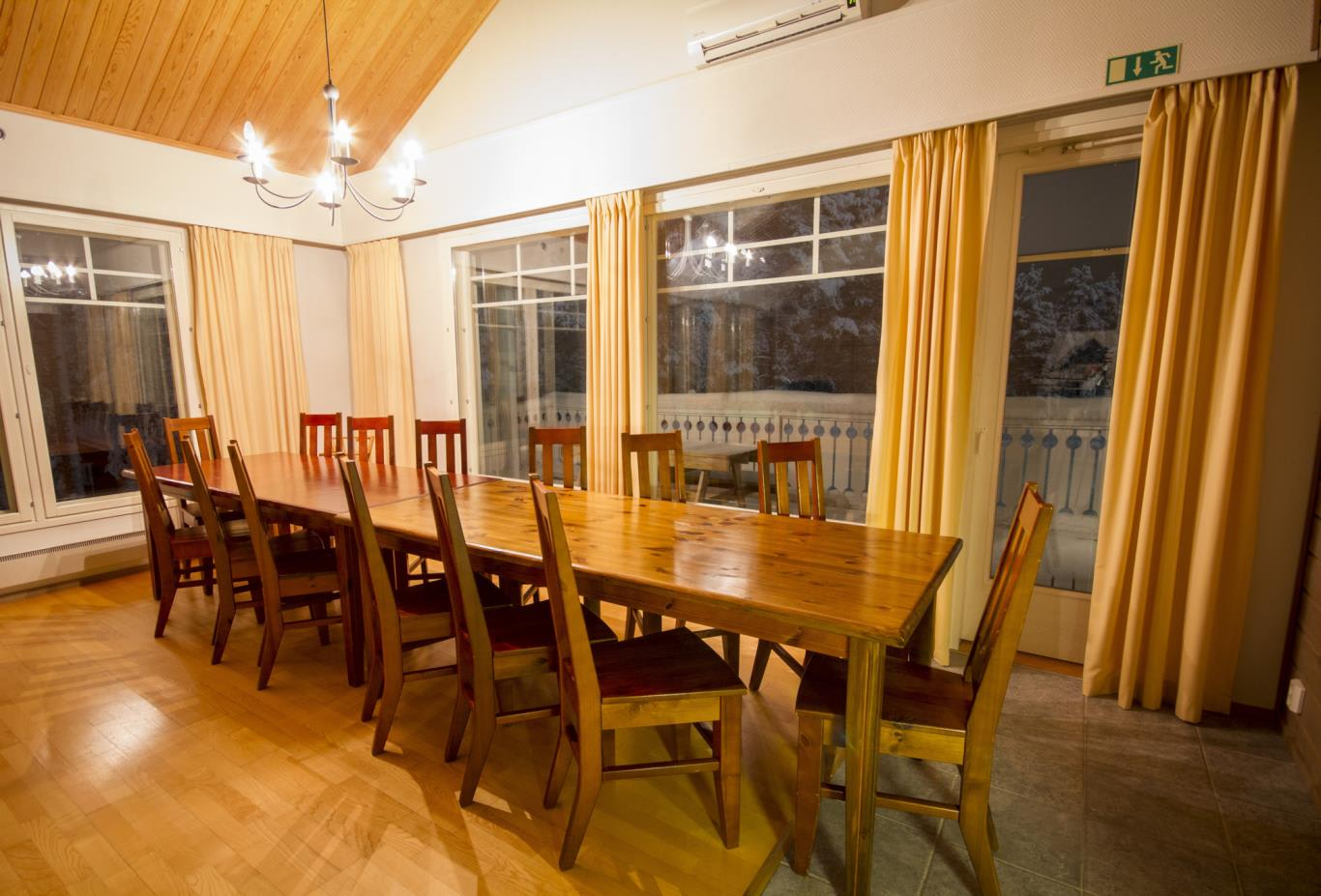 Chalet 281 dining table