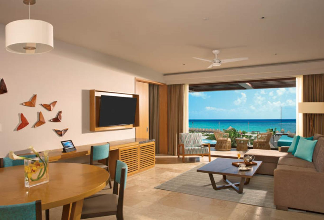 Preferred Club Master Suite Ocean View lounge