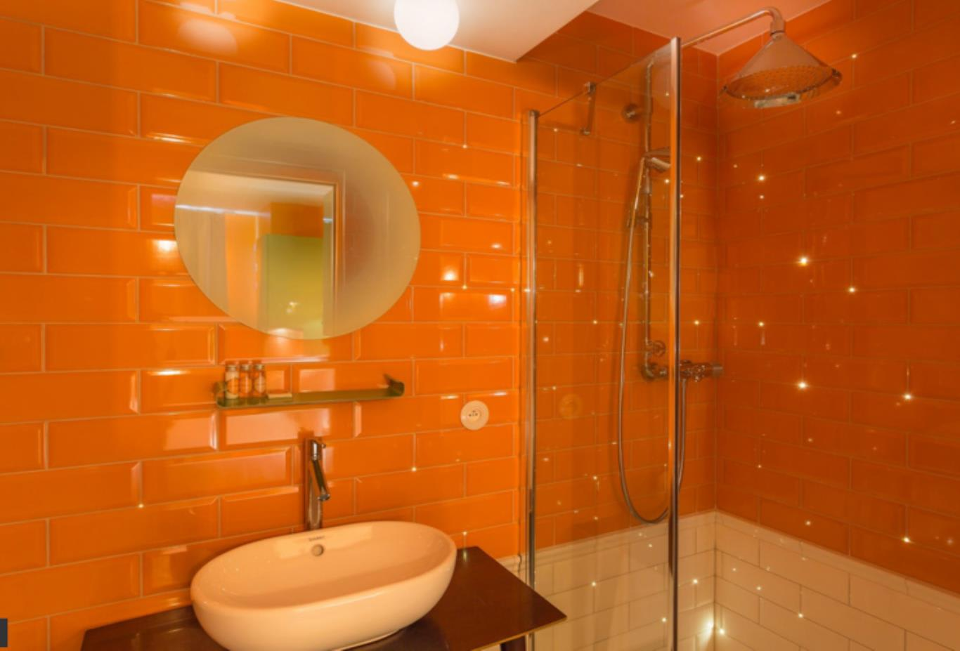 Insolite-Room-shower