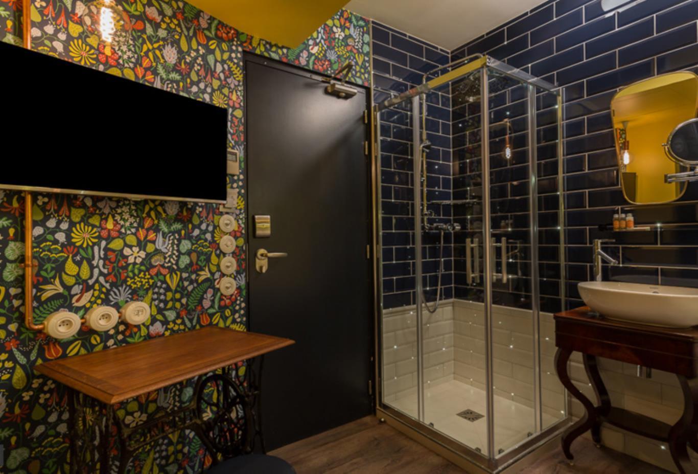 Intimiste-Room-shower