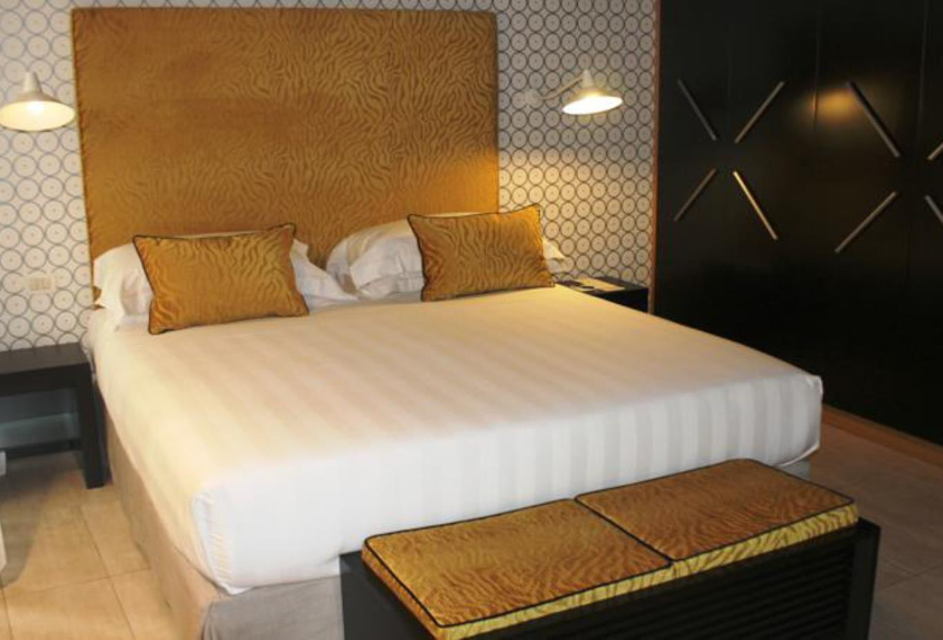 Deluxe Suite bed area