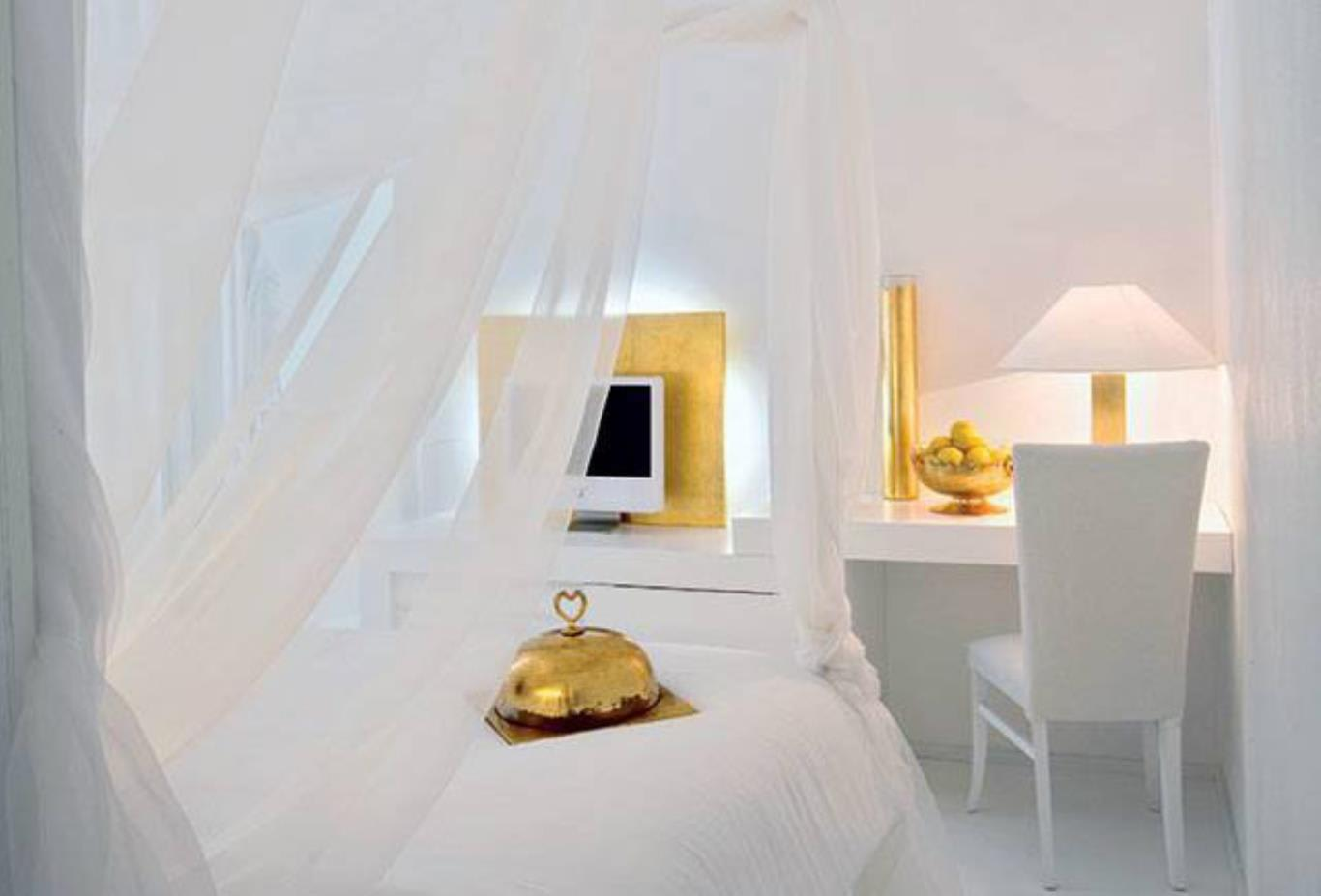 Bedroom-with-gold