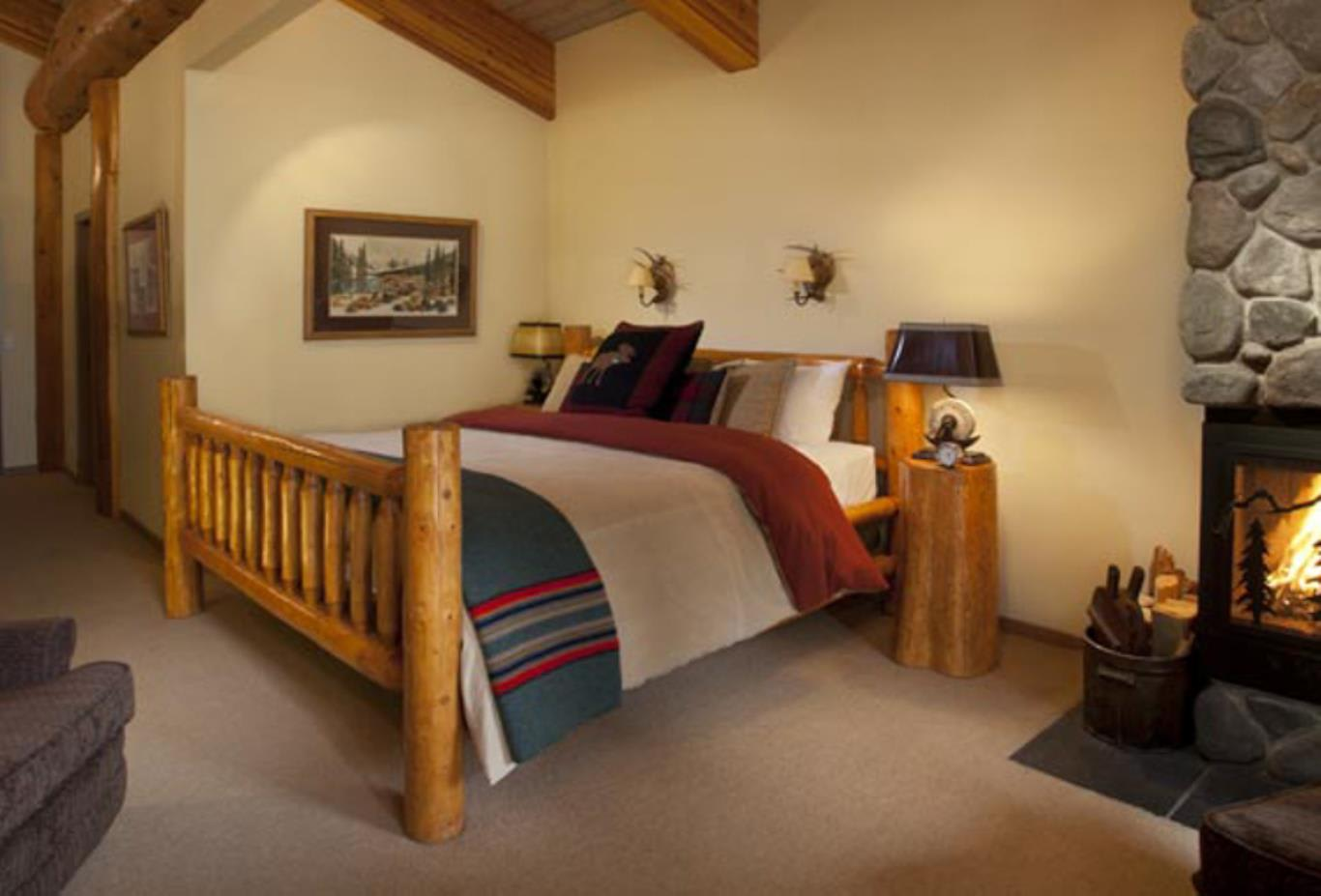 Deluxe King or Twin bedroom