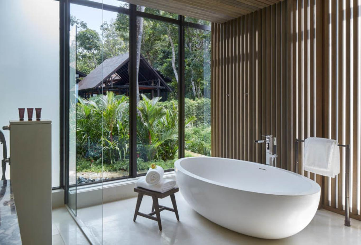 Rainforest Deluxe Bathroom