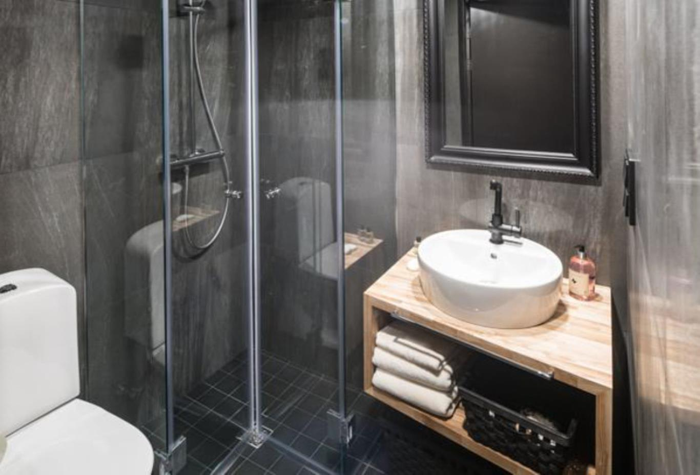 Suite With Kitchenette bathroom