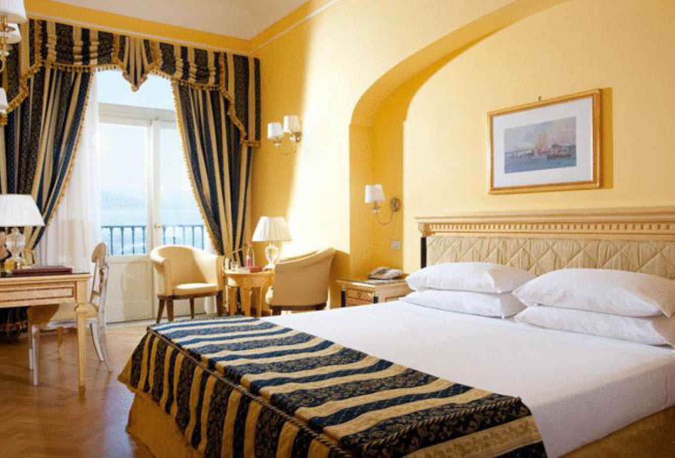 Superior Double Room with Sea View bedroom