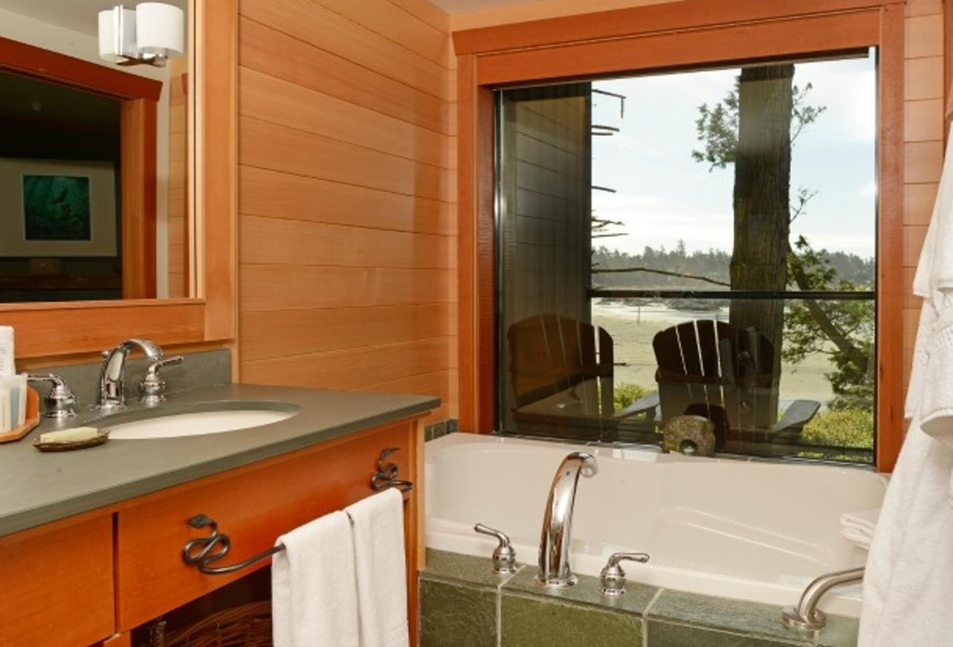 Beachcomber Suite Bathroom