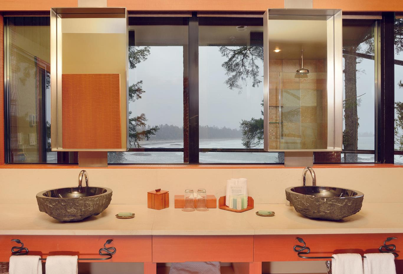 Canopy Suite Bathroom