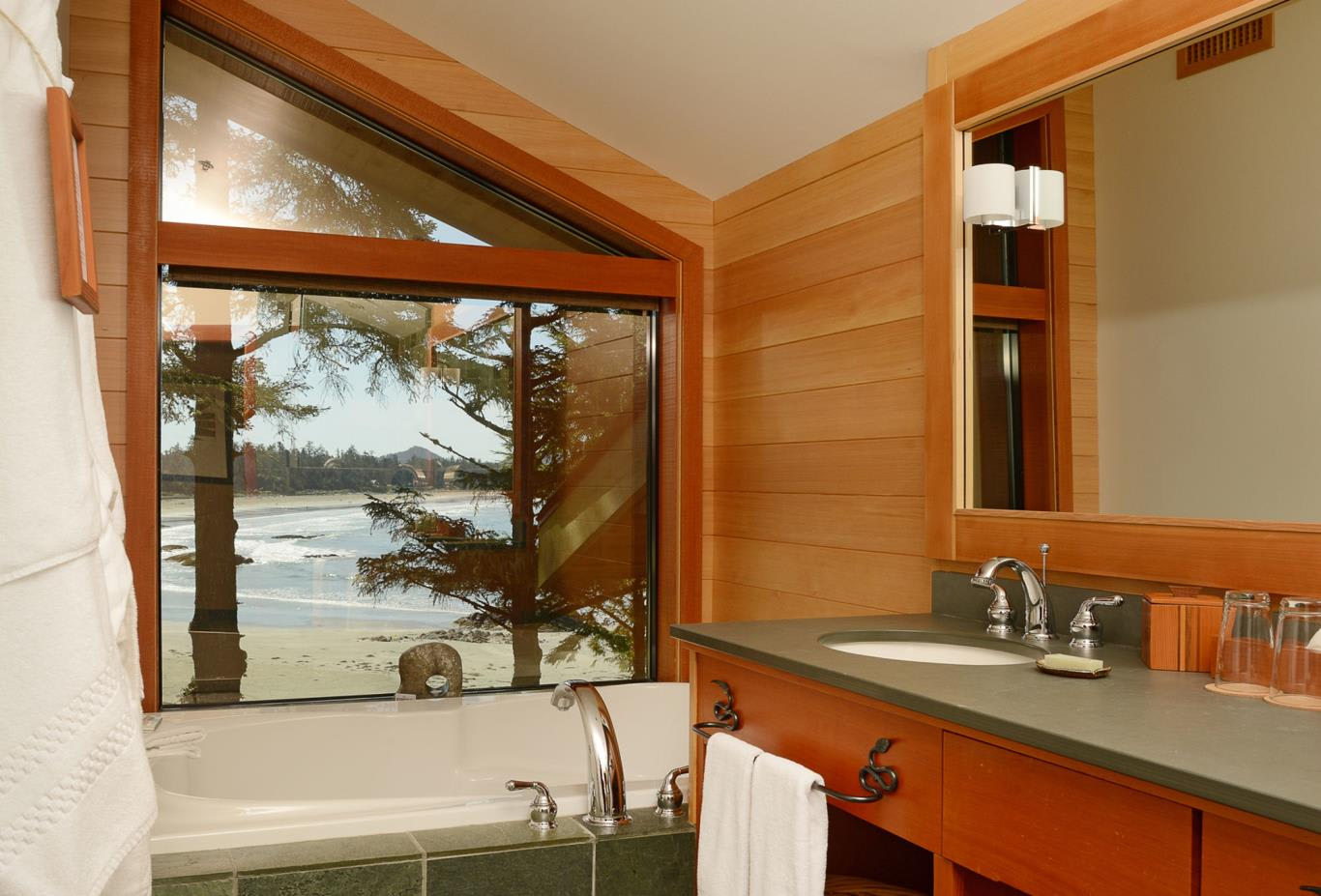 Chesterman Beach Loft Bathroom