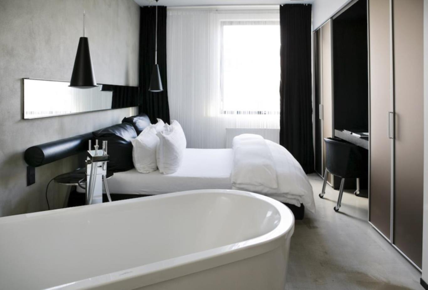 Deluxe Double Room bath