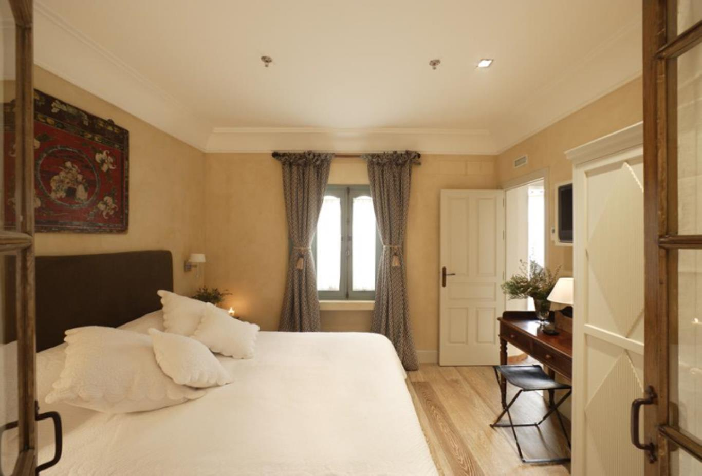 Superior Double Room bedroom,