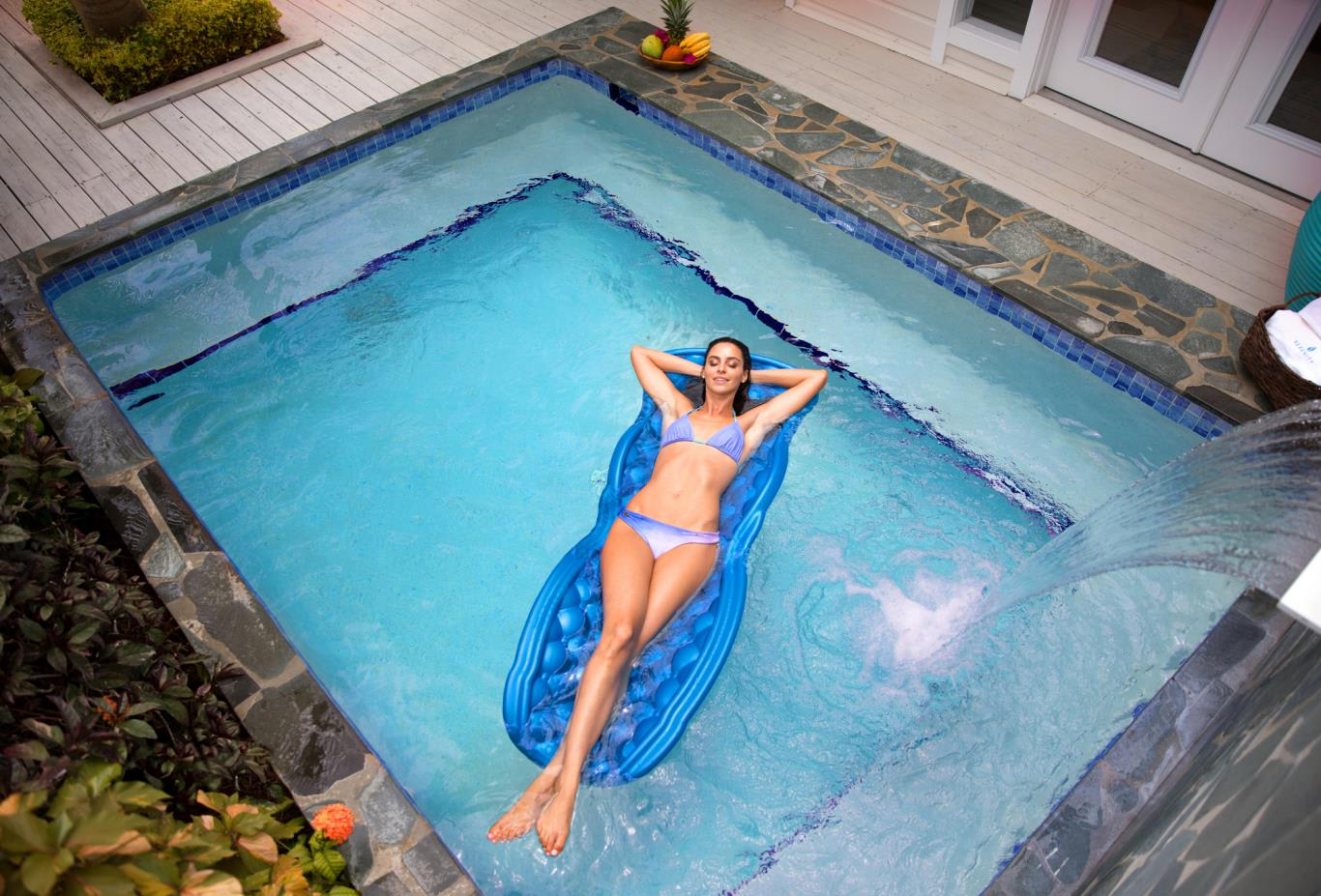 Plunge pool top view float