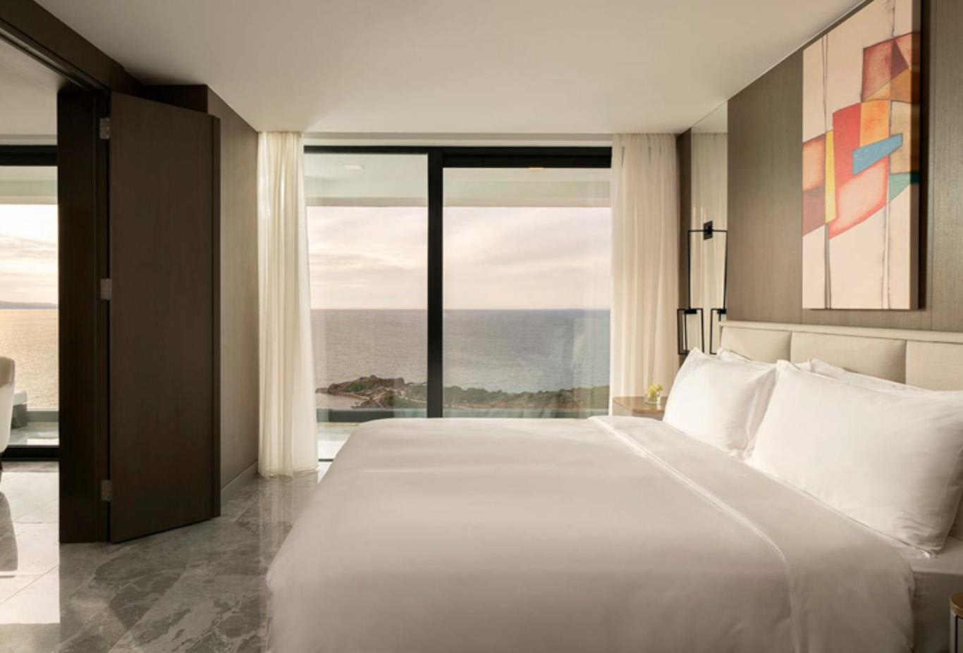 Junior suite bedroom and view