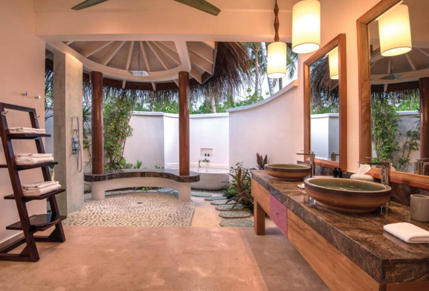 Beach Family Suites with Pool main bathroom interior