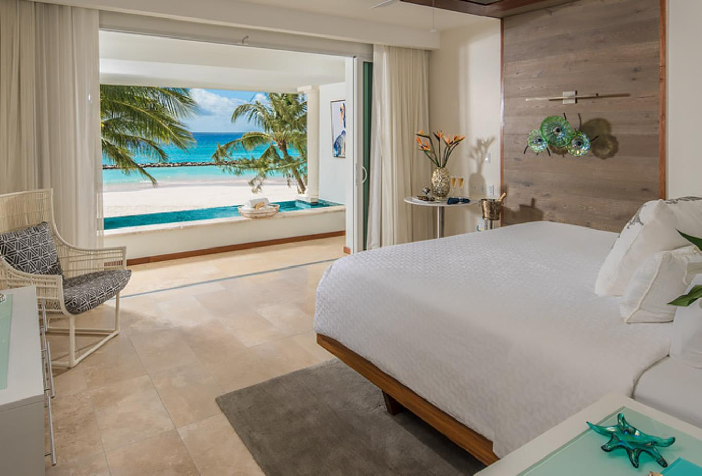 BSKY Beachfront One Bedroom Skypool Butler Suite with Balcony Tranquillity Soaking Tub pool