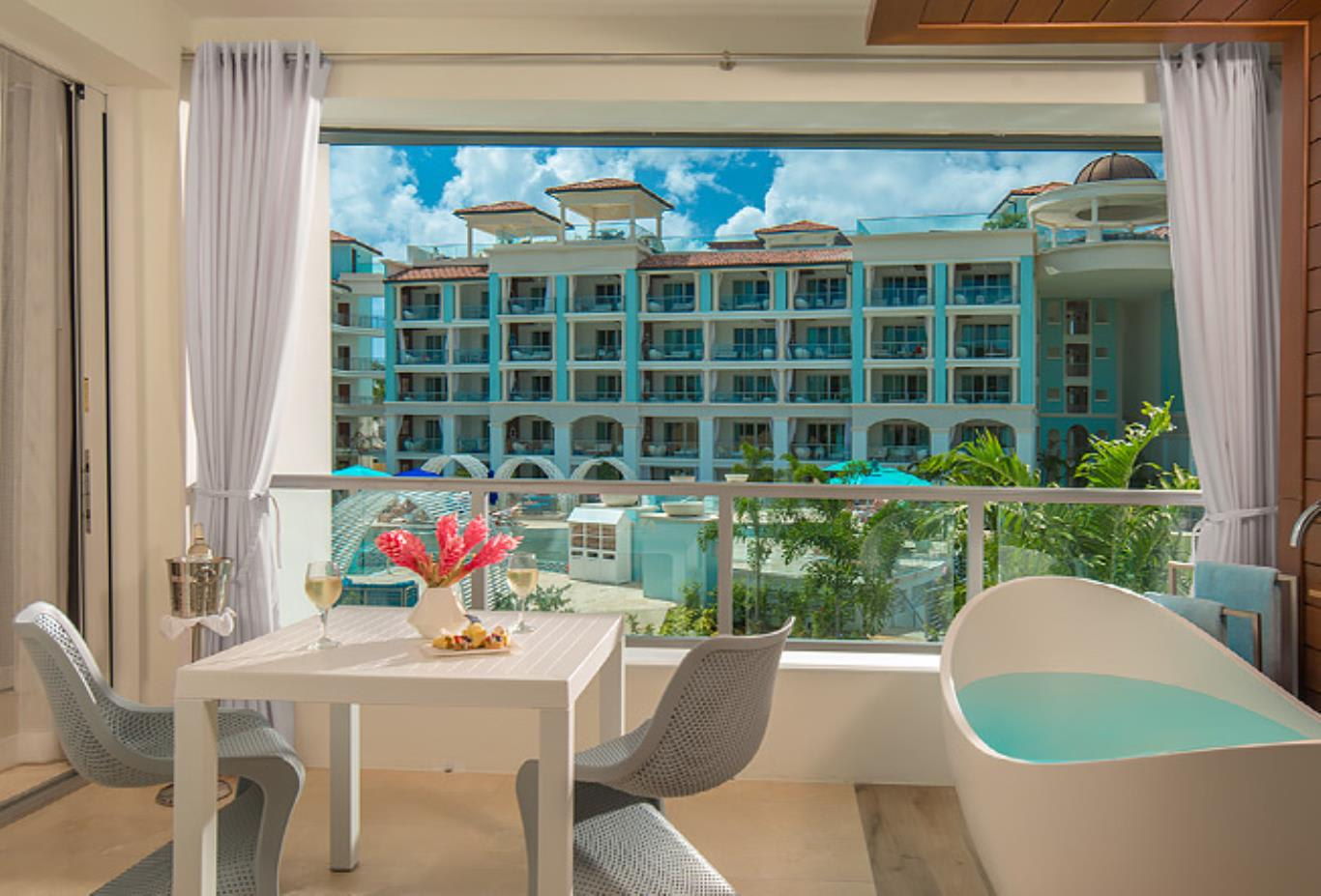 M1B Millionaire Butler Oceanview One Bedroom Suite with Balcony Tranquillity Soaking Tub