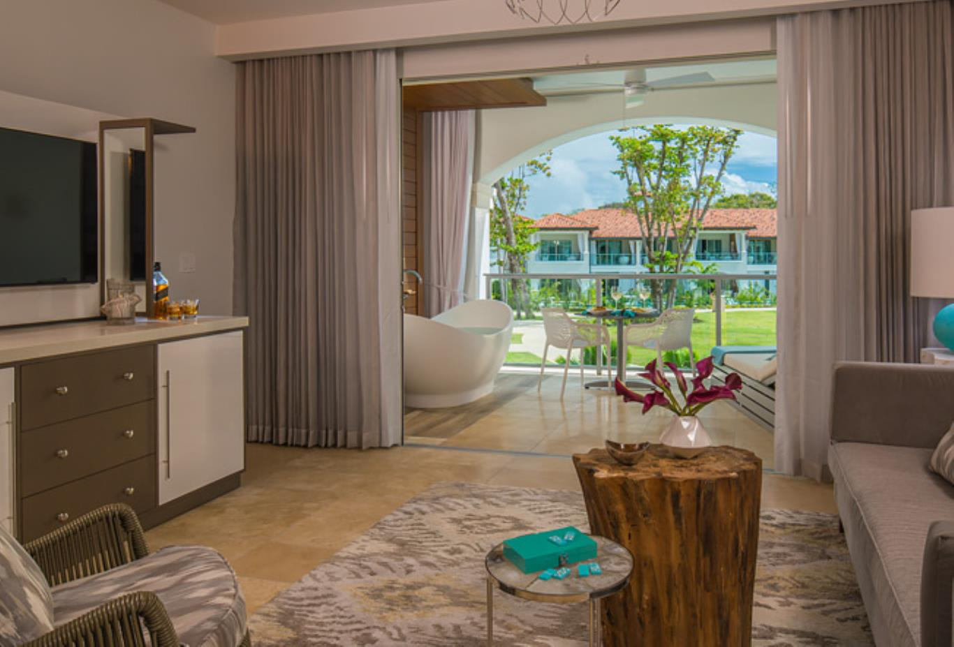 OL1B Royal Seaside Oceanview Crystal Lagoon One Bedroom Oceanview butler Suite with Balcony Tranquillity Soaking Tub