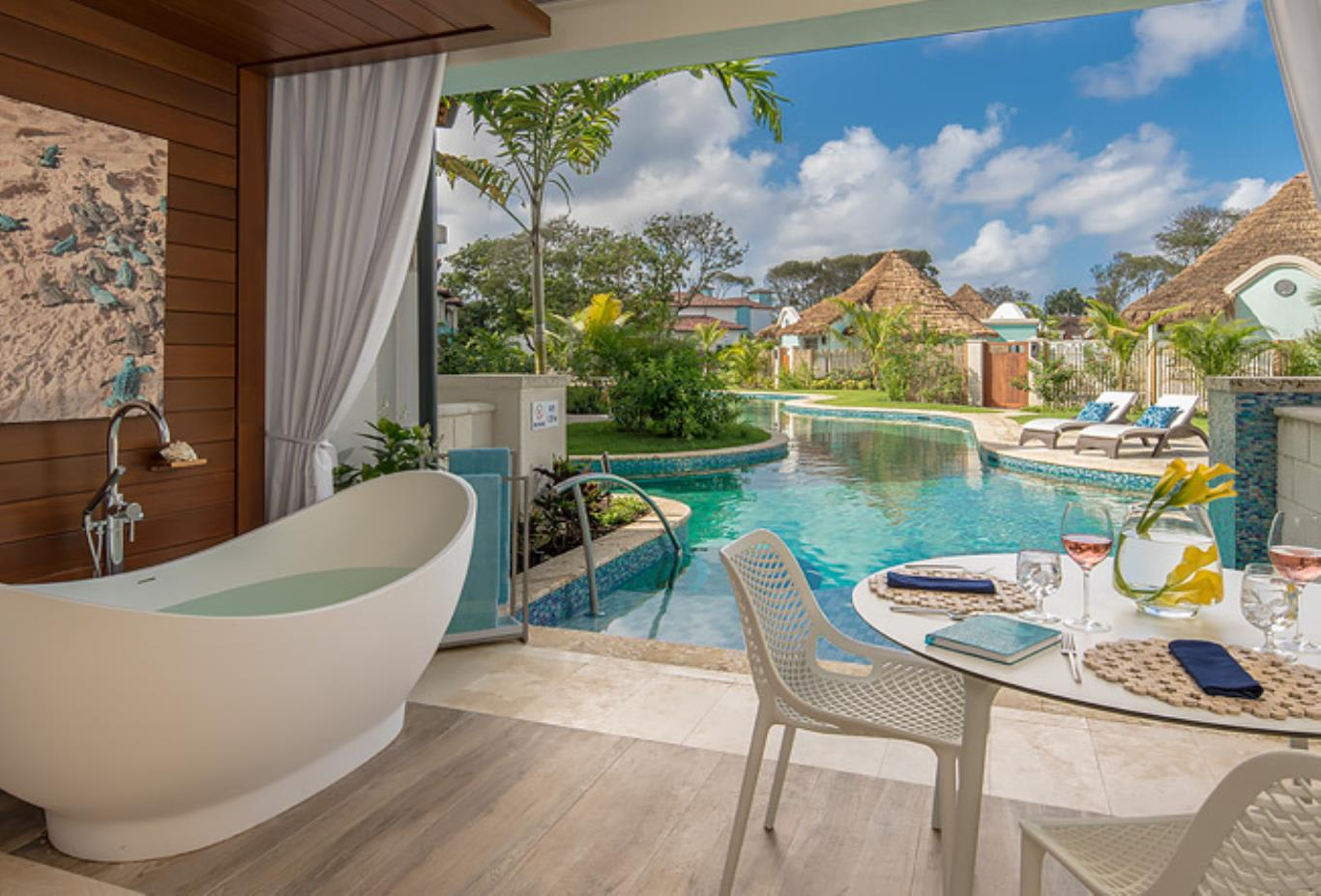 SSUP South Seas Swim up Club Level Ultra Suite with Patio Tranquillity Tub patio
