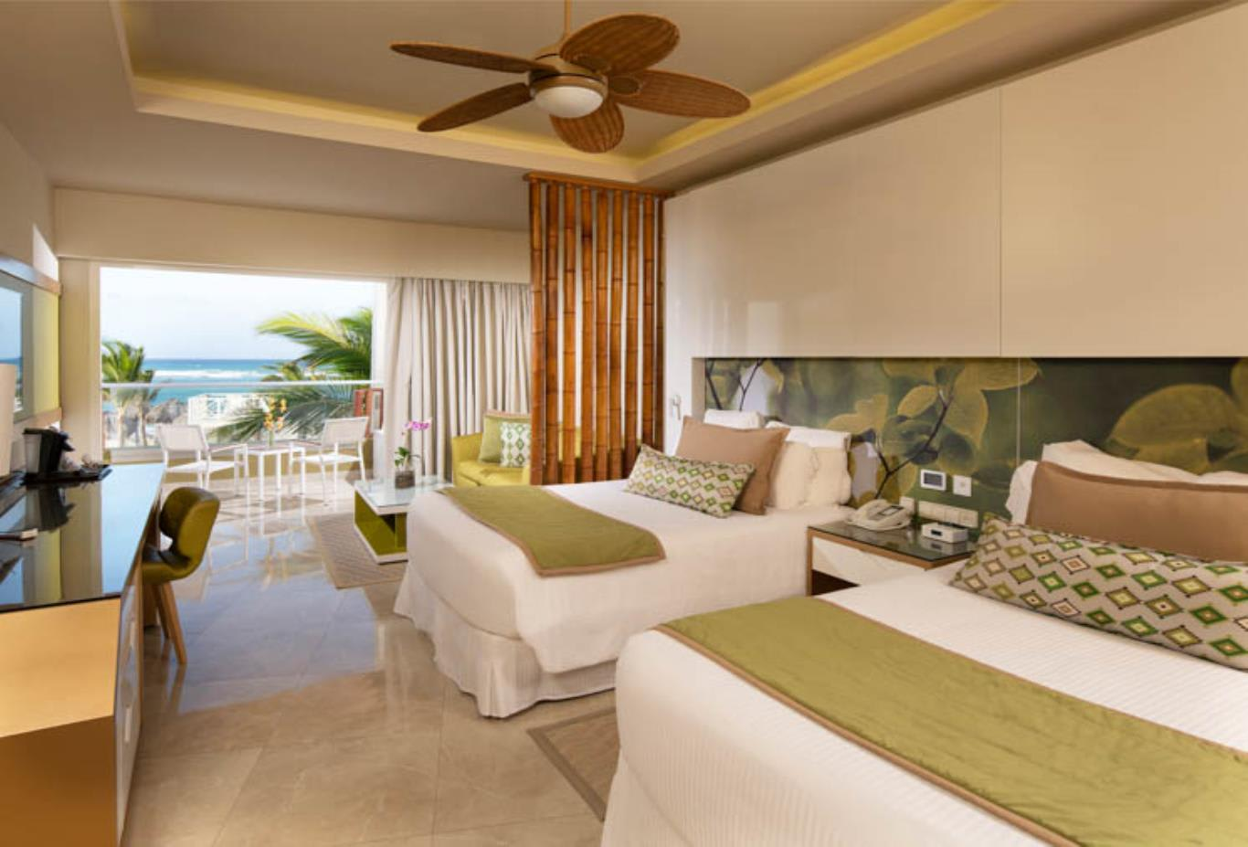 Preferred Club Junior Suite with private pool beds
