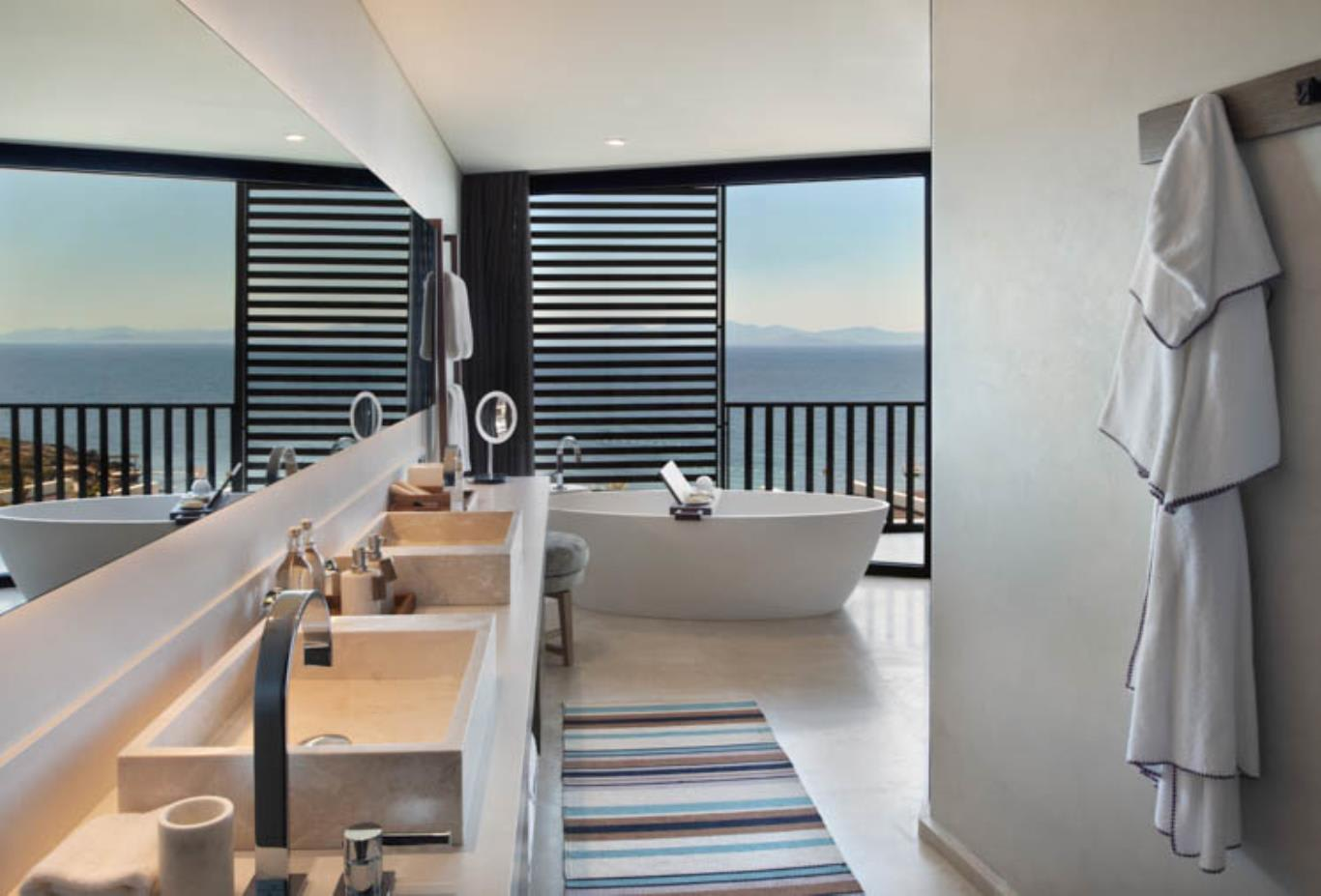 Seaview Deluxe Room bathroom