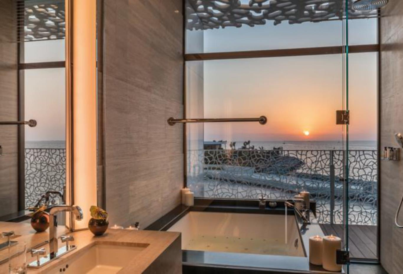 Deluxe Suite bathroom view
