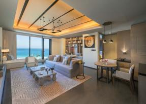 One bedroom ocean suite living